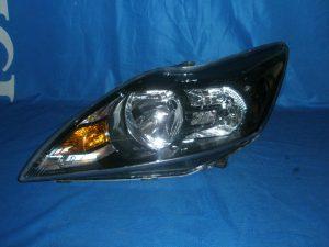 Světlo Ford Focus 2008-2011 cena 2300 kč černe.